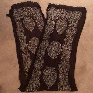 Light worn Cejon scarf